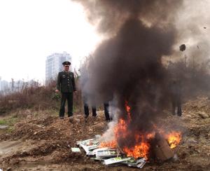 格的疏散指示标志、消防水带、水带接口等消防产品被焚毁.